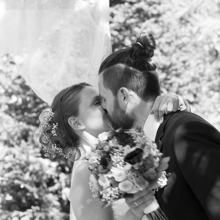 Hochzeit-Fotografie-Ehe-Kuss.jpg