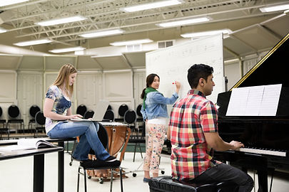 Estudiantes en Music Room
