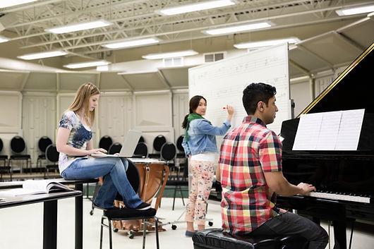 Les professeurs se forment à le méthode creative music education