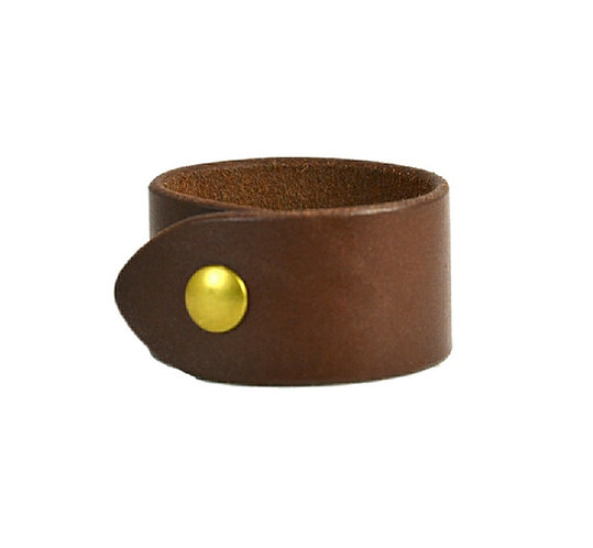 "1.5"" Plain cuff. Available in black or brown"