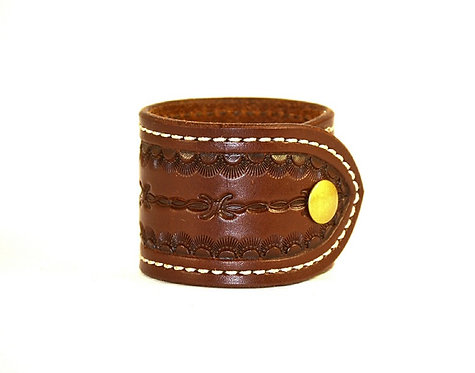 "2"" Saddle stitched cuff. Available in black or brown"
