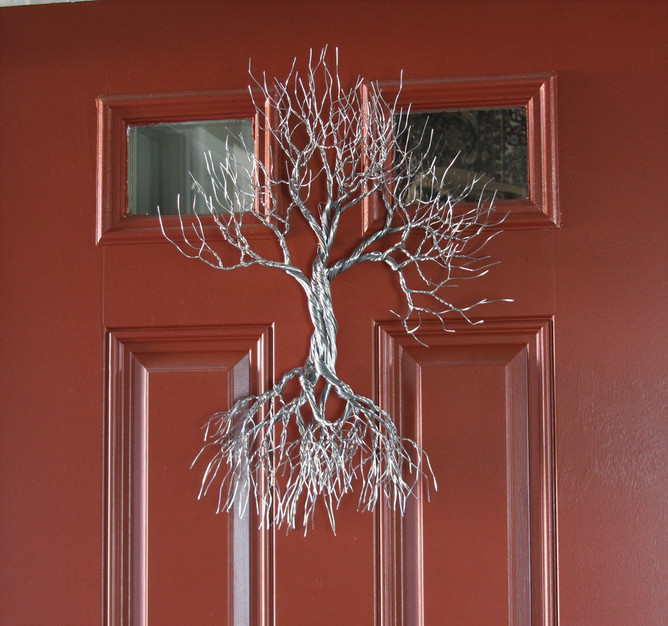 wire tree wall hanging.JPG