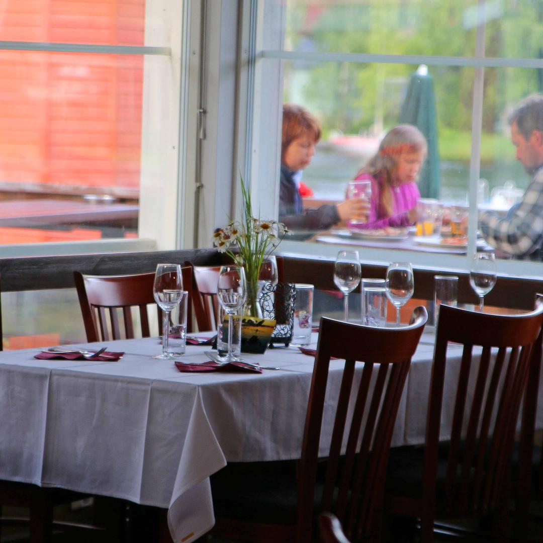 Oravi Holidays restaurant in Linnansaari National Park