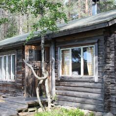 wilderness cabin in wild taiga hikesntrails.com