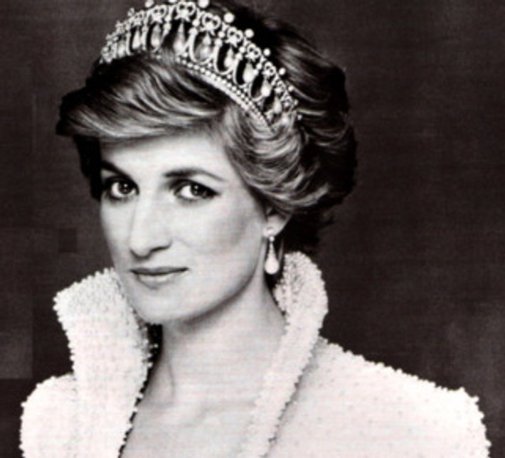 so-beautiful-princess-diana-21947319-710-644.jpg