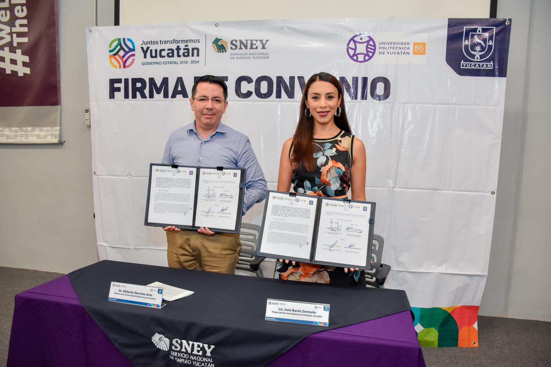 Dr. Gildaro Sánchez Ante, Rector de la UPY, e Irais Barón Zermeño, titular del SNEY.