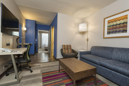 hotel living room - 1280x853.jpg