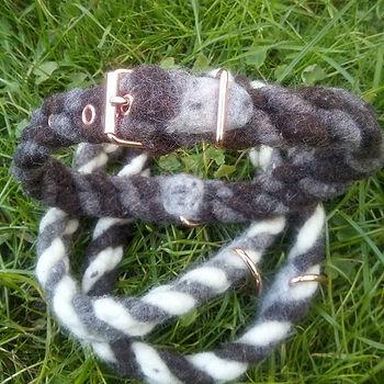 Halsbänder aus kuscheliger Bio-Wolle. Pf