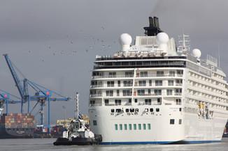 Itajaí recebe o maior navio residencial do mundo