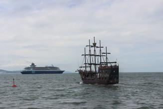 Mais de 2 mil turistas desembarcaram em mais uma escala de transatlântico em Balneário