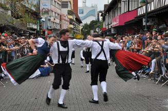 Dia 20 termina prazo de inscrições para novo grupo dos desfiles da Oktoberfest