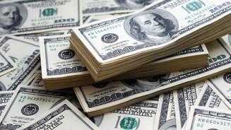 Dólar fecha no maior valor em um mês em dia de elevação da tarifa do aço