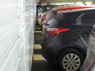 Pit Stop: Márcia Pontes, orienta motoristas na hora de manobrar em garagens