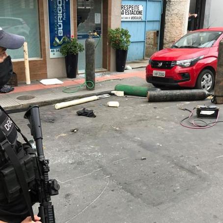 Quadrilha aterroriza centro de Criciúma durante assalto a banco