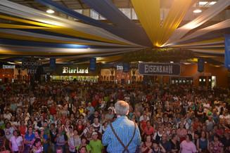 Cerca de 12 mil pessoas prestigiaram a Oktoberfest da Terceira Idade