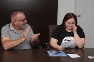 Jovem com síndrome de Down lança livro de poesias em Itajaí