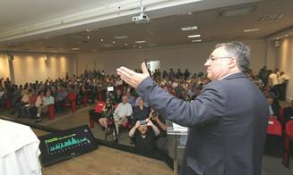 Em Blumenau, governador afirma compromisso de não aumentar impostos