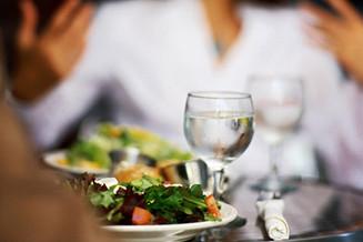 Saúde e bem viver: Evite tomar líquidos durante as refeições