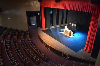 Hoje tem apresentação de teatro em Balneário Camboriú