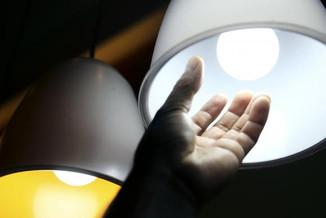 Tarifa branca de energia entra em vigor dia 1º, mas consumidor deve ter cautela