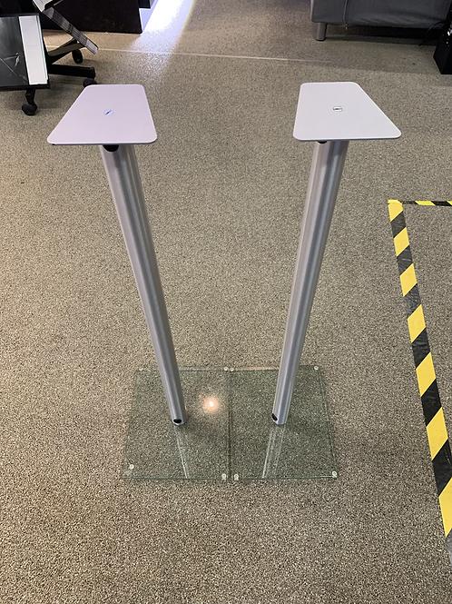 Deux pieds pour hauts-parleurs
