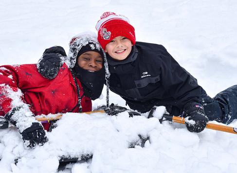 Un merveilleux camp d'hiver pour 80 enfants démunis