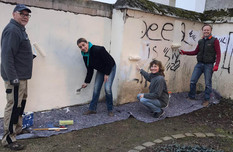 Prominenter Malertrupp rückt Schmierereien am Horchheimer Marktplatz zu Leibe