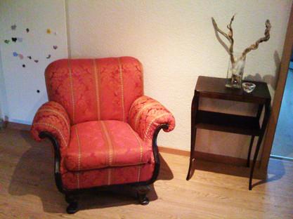 Stuhl Bettina mit Gestell.jpg