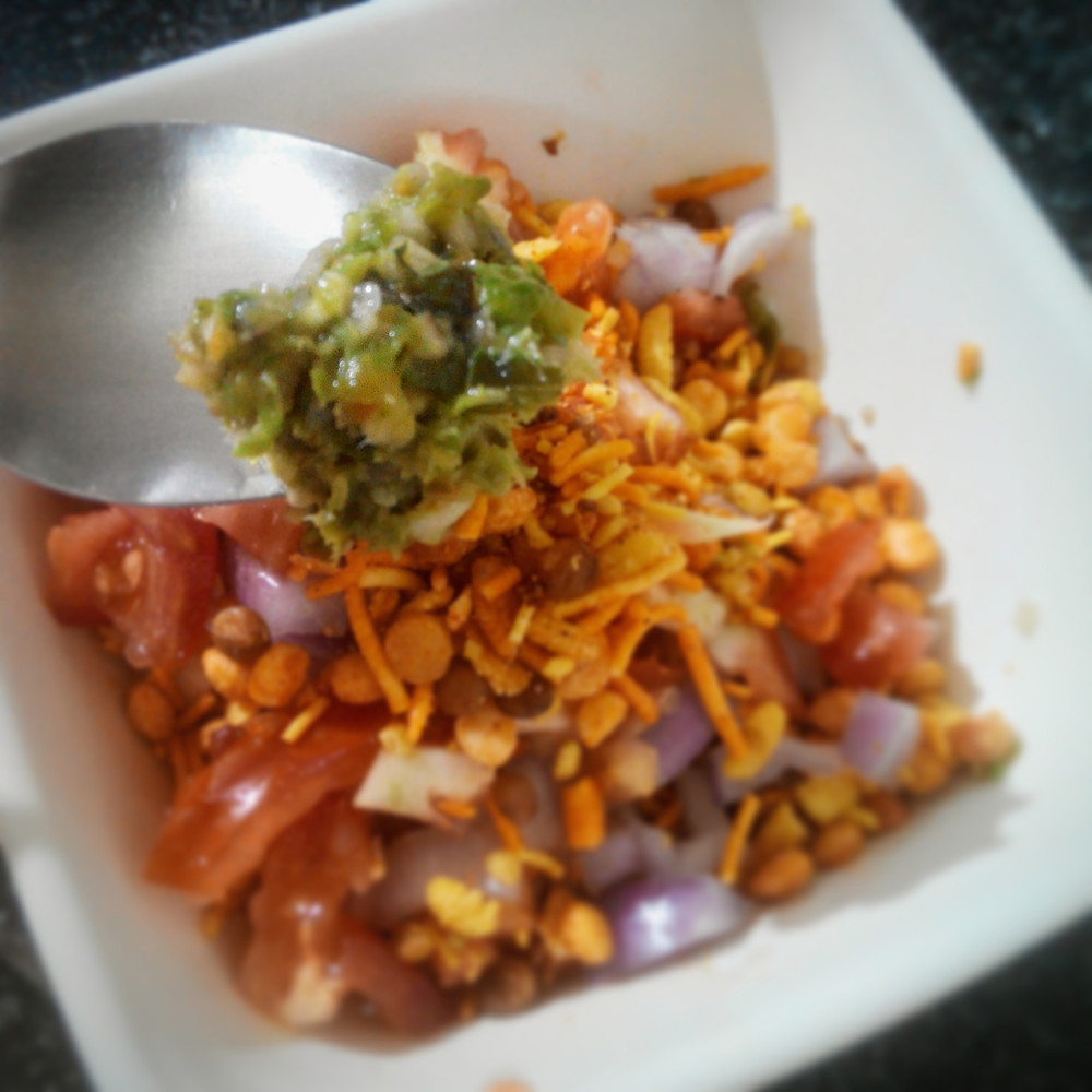 thecha, kharda, spicy condiment thecha in use, indian recipe blog, bhel, traditional indian recipe, serving suggestion, chilli chutney, chilli paste, whiskmixstir food blog, sheetal jandial