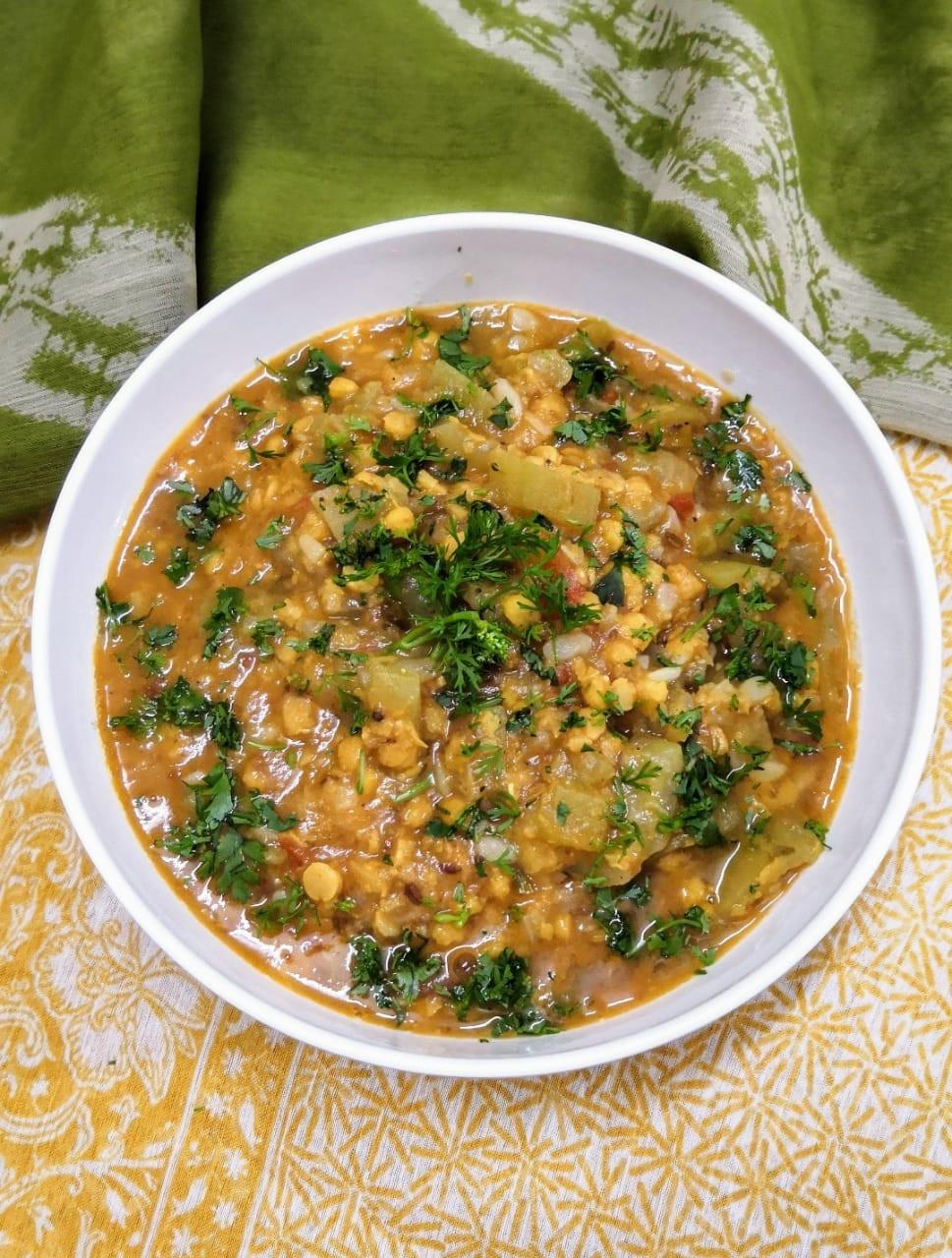 lauki chana dal recipe, ghiya chane ki dal, bottle gourd split chickpeas curry, traditional indian food recipes, indian dinner ideas, one pot meals indian, authentic indian food recipe blog whiskmixstir, sheetal jandial