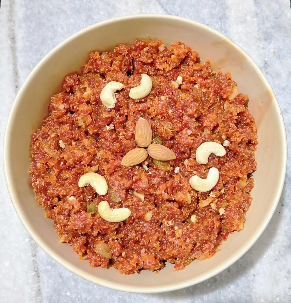 Gajar ka halwa recipe, carrot halwa recipe, gajrela gajar pak recipe, carrot pudding recipe, traditional indian dessert recipes, indian food recipe blog whiskmixstir, sheetal jandial