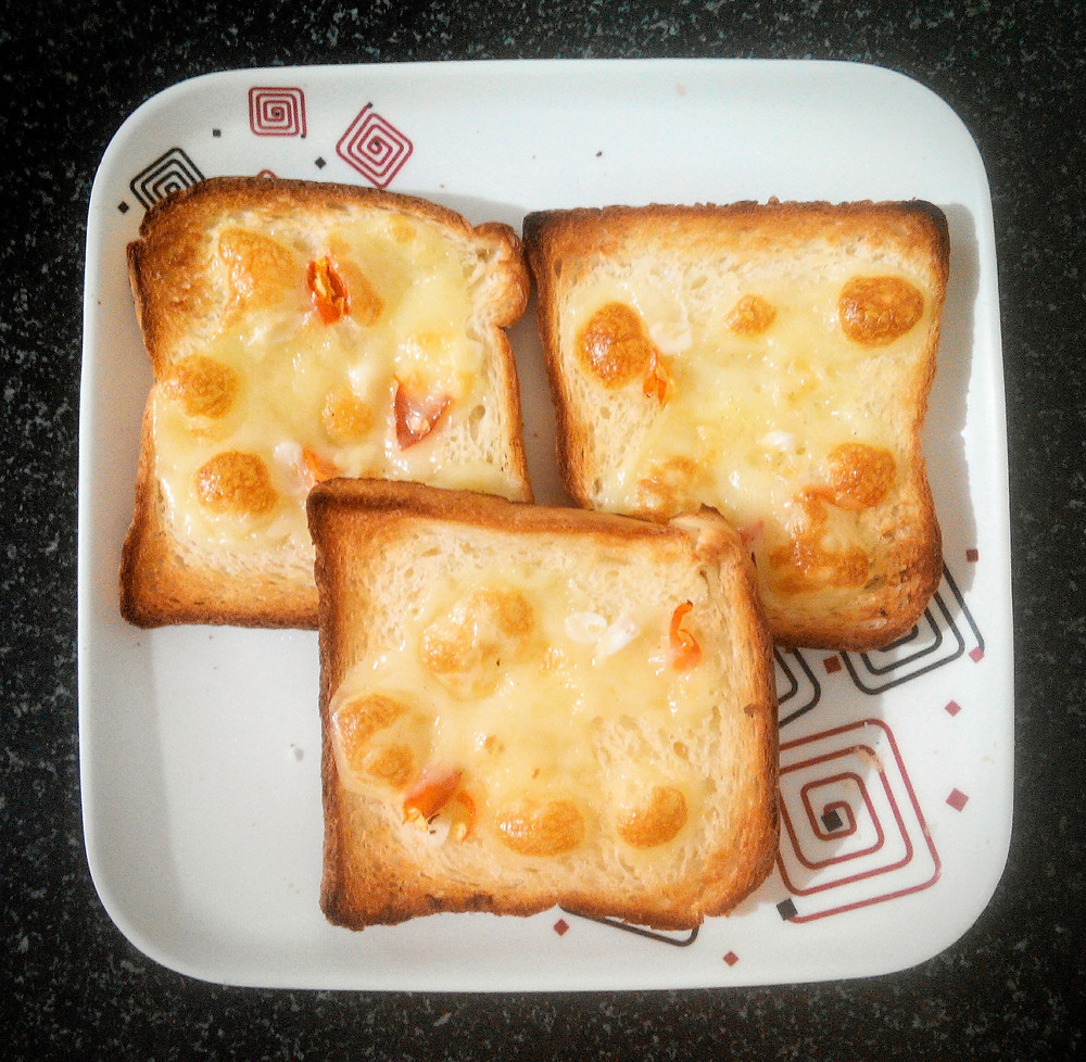 chilli cheese toast recipe, quick breakfast recipes, snack ideas, easy Indian food recipe blog whiskmixstir, sheetal jandial