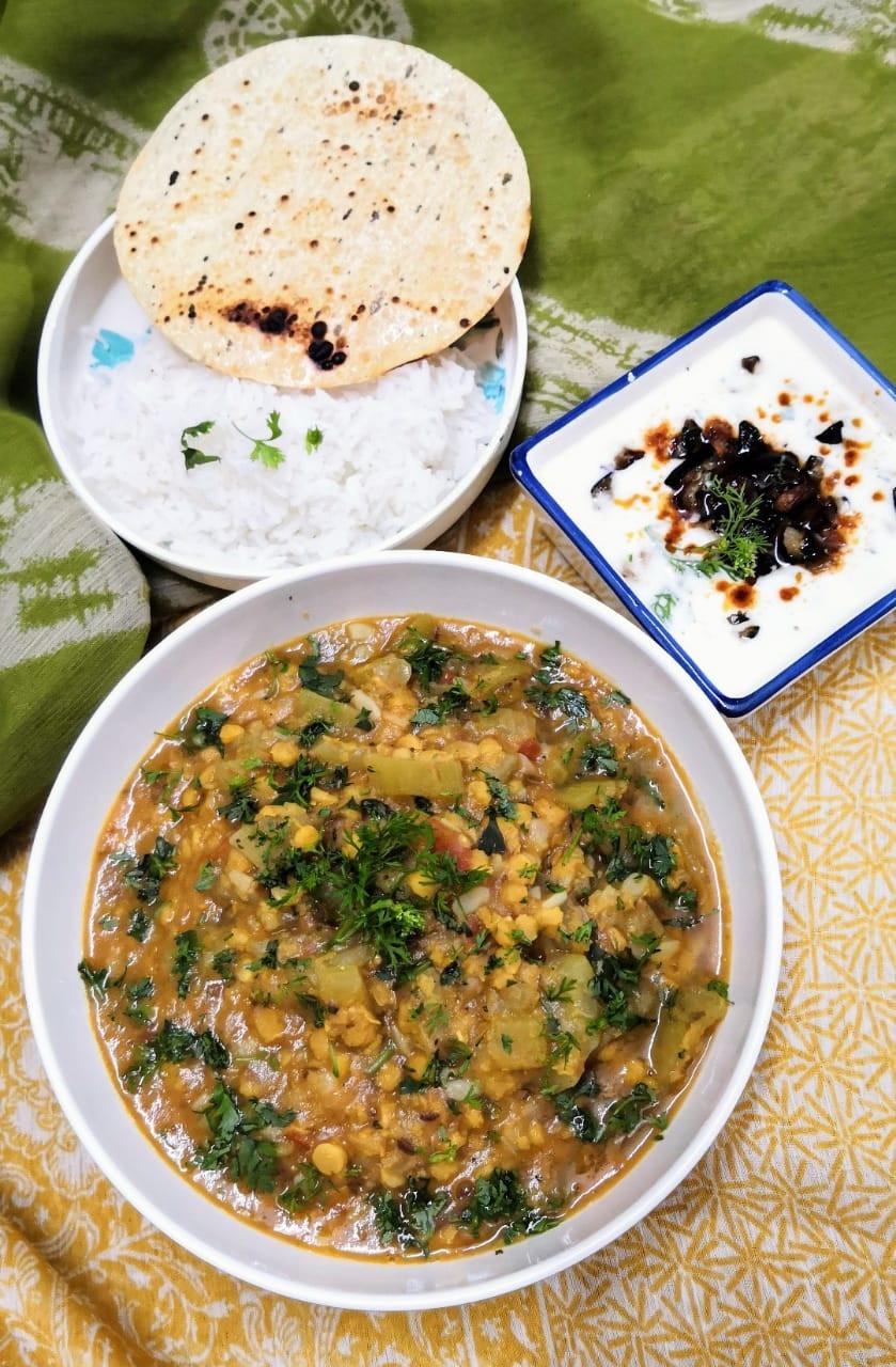lauki chana dal recipe, ghiya chane ki dal, baingan ka raita recipes, bottle gourd split chickpeas curry, traditional indian food recipes, indian dinner ideas, one pot meals indian, authentic indian food recipe blog whiskmixstir, sheetal jandial