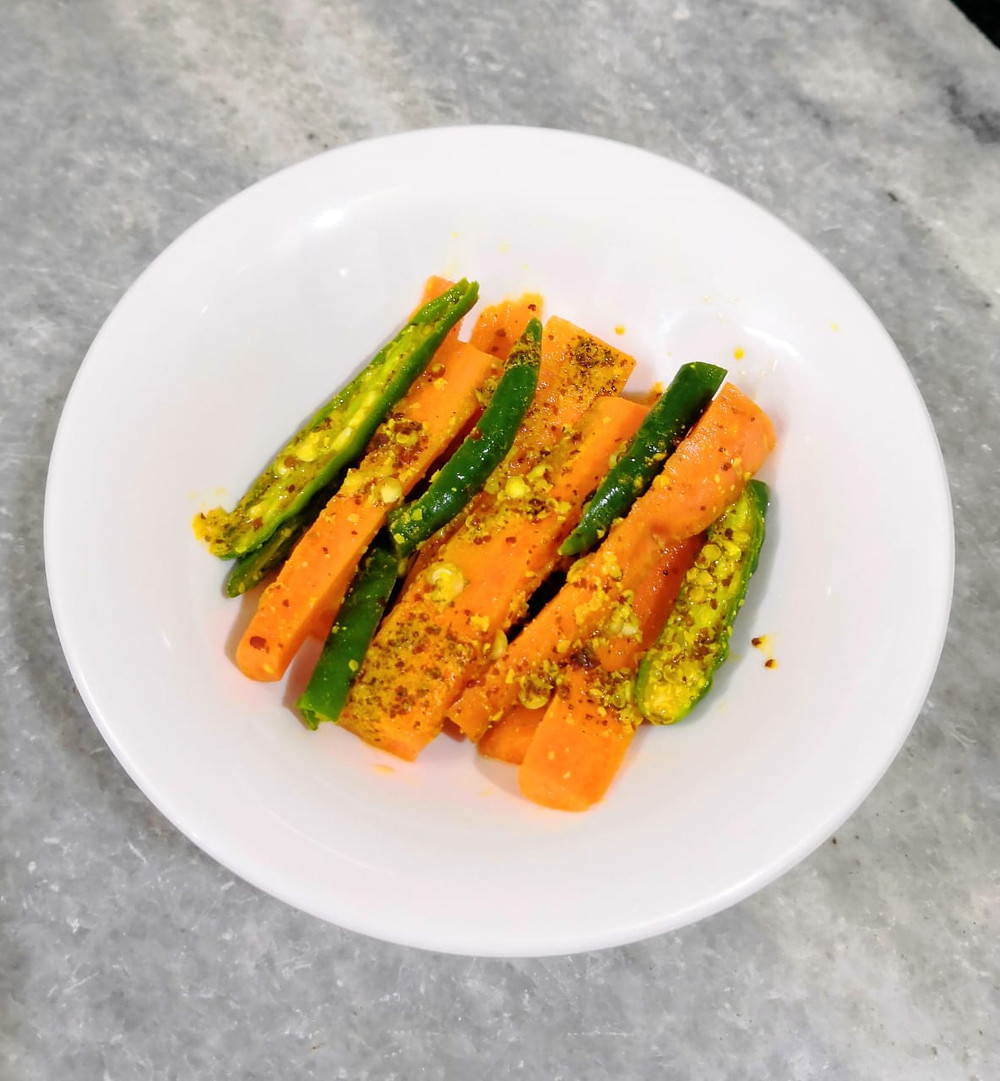 instant carrot pickle recipe, gajar ka achaar, carrot and chilli pickle recipe, indian pickles, indian condiments recipe, traditional indian recipe blog whiskmixstir, indian food blog, sheetal jandial