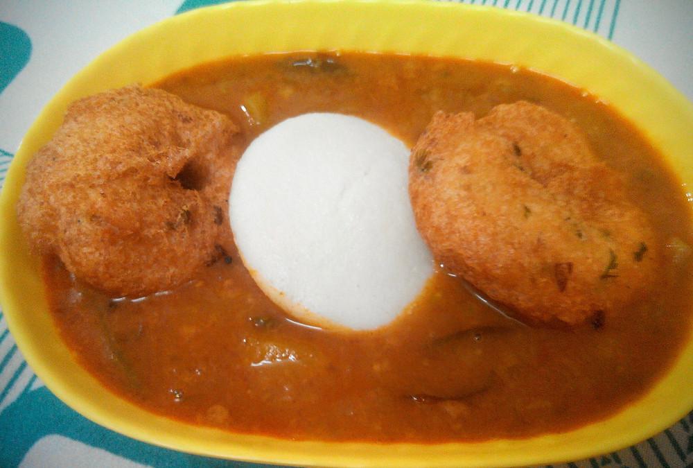 medu vada recipe, urad dal vada recipe, traditional indian recipe, indian recipe blog, Medu vada Idli Sambhar, whiskmixstir food blog, sheetal jandial