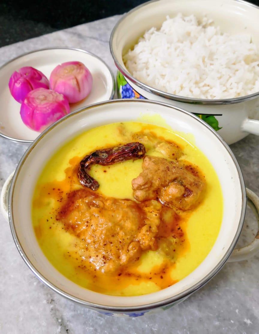 punjabi kadhi pakoda recipe, traditional indian curry recipes, indian food recipe blog whiskmixstir, sheetal jandial, yogurt based curry recipe, easy indian meal ideas