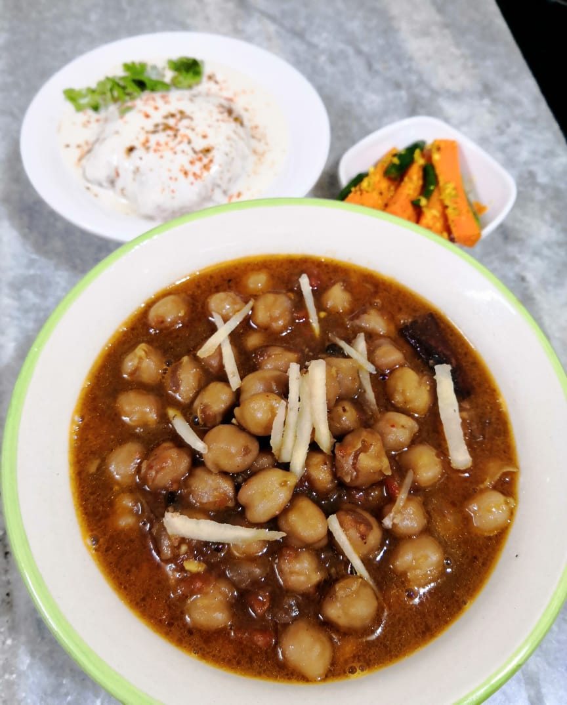 chole masala recipe, chana masala recipe, chickpeas curry recipe, indian chickpeas recipe, punjabi chole recipe, indian meal dinner ideas, traditional indian food recipes, authentic indian recipe blog whiskmixstir, sheetal jandial