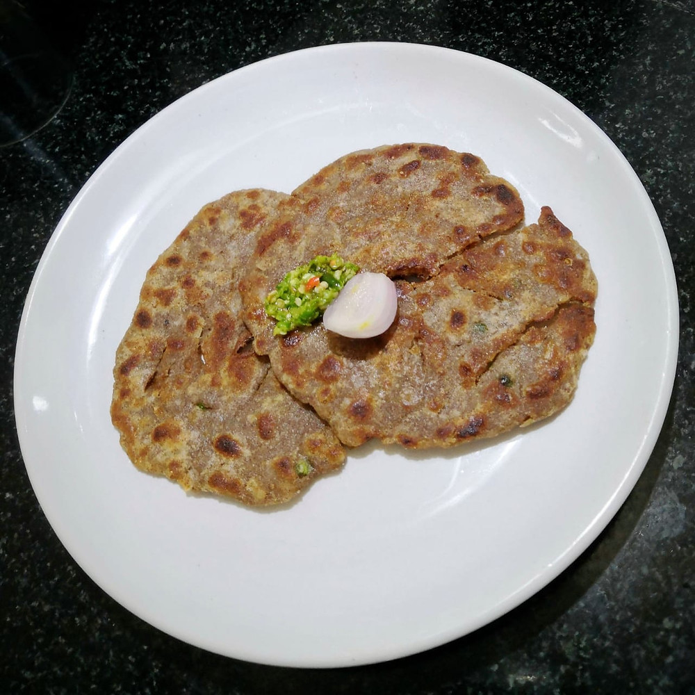 thalipeeth recipe, indian savoury pancake recipe, thecha recipe, indian recipe blog, multigrain flatbread recipe, traditional indian food blog whiskmixstir, sheetal jandial