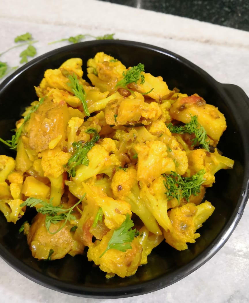 aloo gobi, aloo gobi recipe, cauliflower recipes, vegan indian meal ideas, indian recipe blog, traditional indian recipe, whiskmixstir indian food blog, sheetal jandial