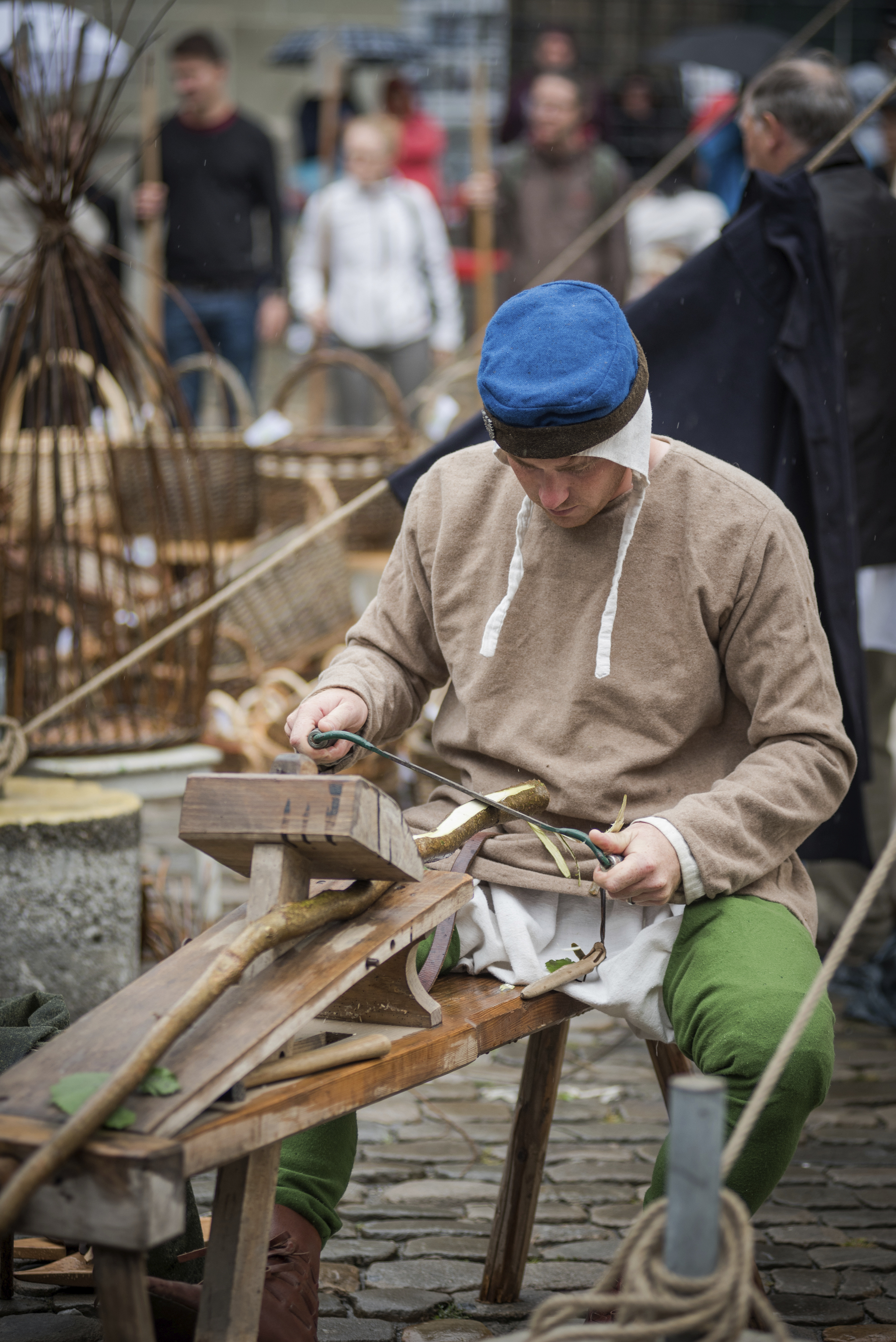 Löffelschnitzer am Schnitzbock