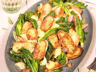 Palmkohl-Kartoffel-Pfanne mit Bergkäse & Salbei