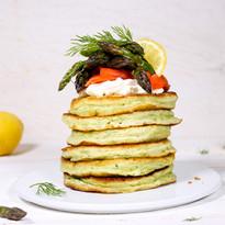 Dill-Pancakes mit Räucherlachs & grünem Spargel