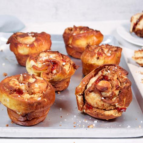 Brezel-Muffins mit Erdnussbutter & Johannisbeergelee