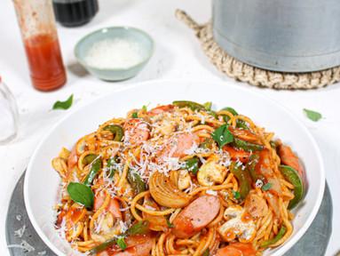 Spaghetti Napolitan (Japanische Ketchup-Nudeln mit Würstchen, Paprika & Champignons