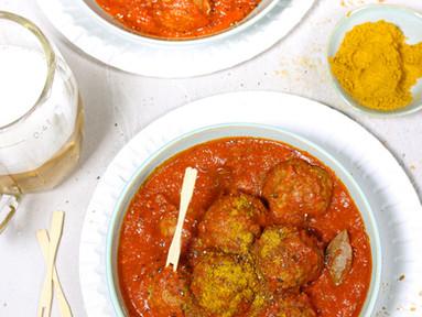 Currywurst-Buletten - Hackbällchen in Curry-Tomatensauce