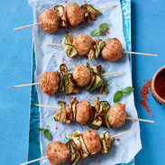 Falafel-Sticks mit Harissa-Zucchini