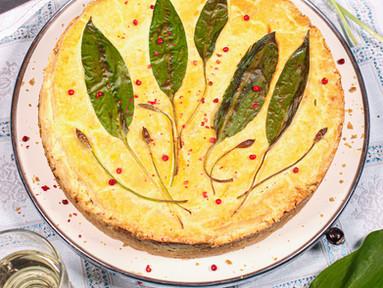 Herzhafter Ricotta-Käsekuchen mit Bärlauch & Parmesan