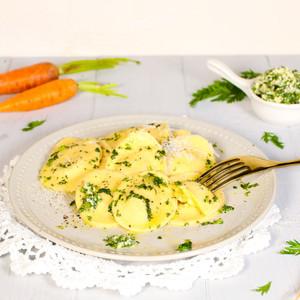 Osterei-Ravioli mit Möhren-Ziegenkäse-Füllung