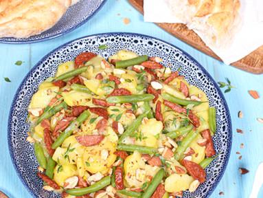 Kartoffelsalat mit Sucuk, grünen Bohnen & Mandeln