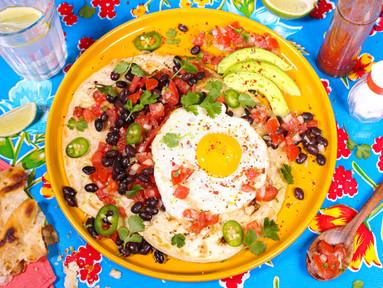 Huevos Rancheros - Spiegeleier mit Salsa, Bohnen & Tortillas